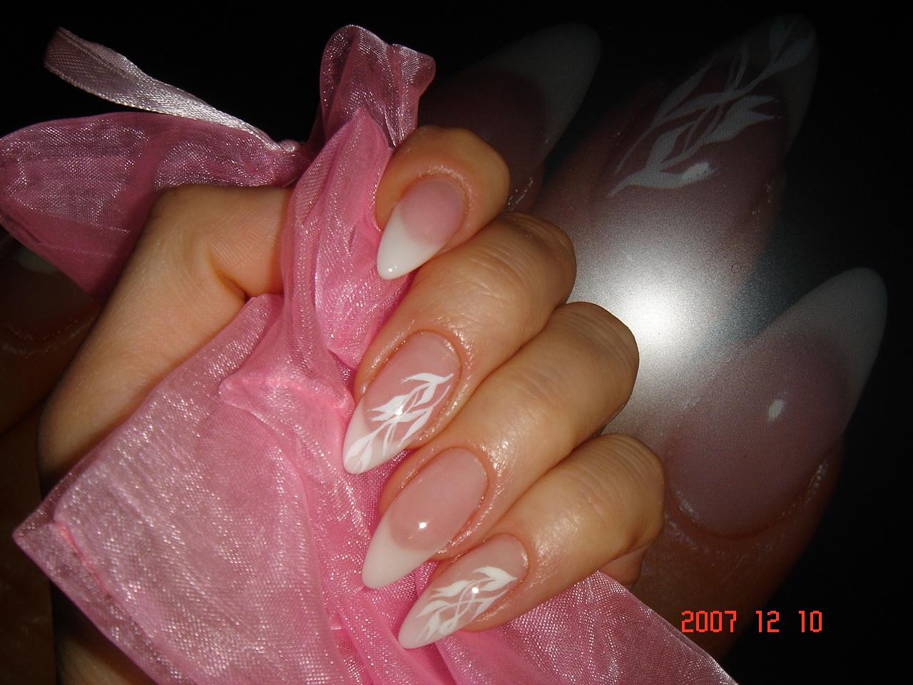 Фото острых и овальных ногти