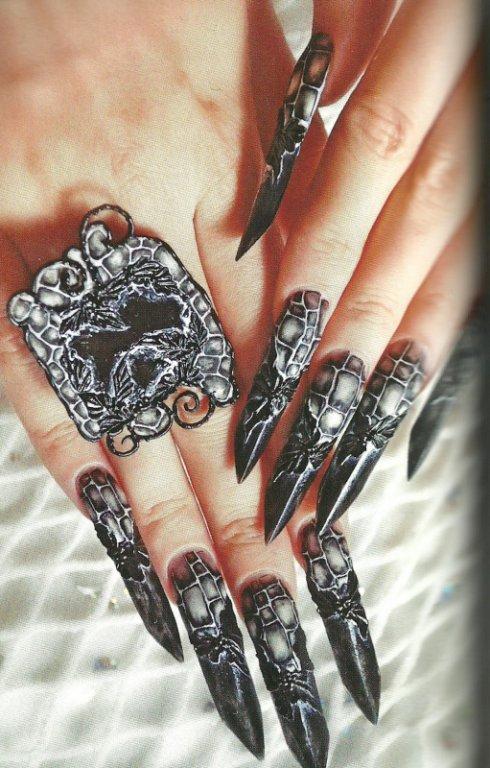 Готический дизайн ногтей в 138