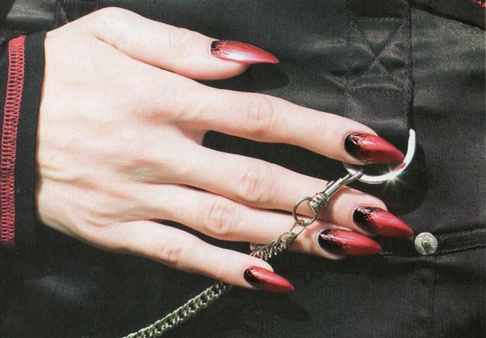 Маникюр чёрного и красного цвета фото