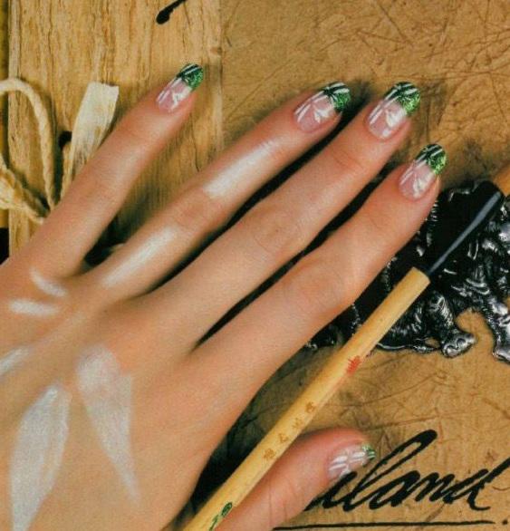 Ногти френч зеленый с рисунком
