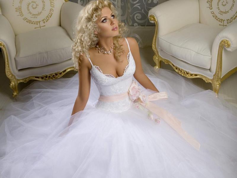 Из чего шьют свадебную