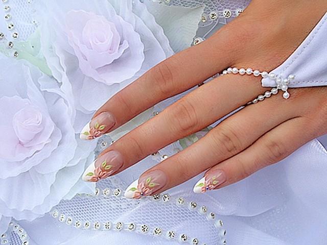 Каким должен быть идеальный свадебный маникюр