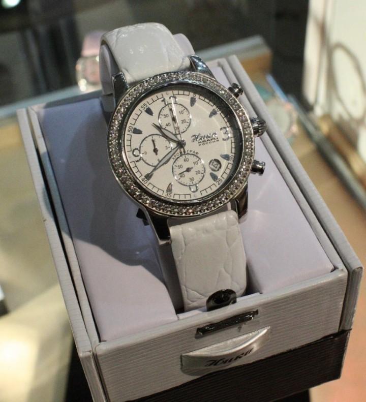 Мужские часы в надежных женских руках (2)