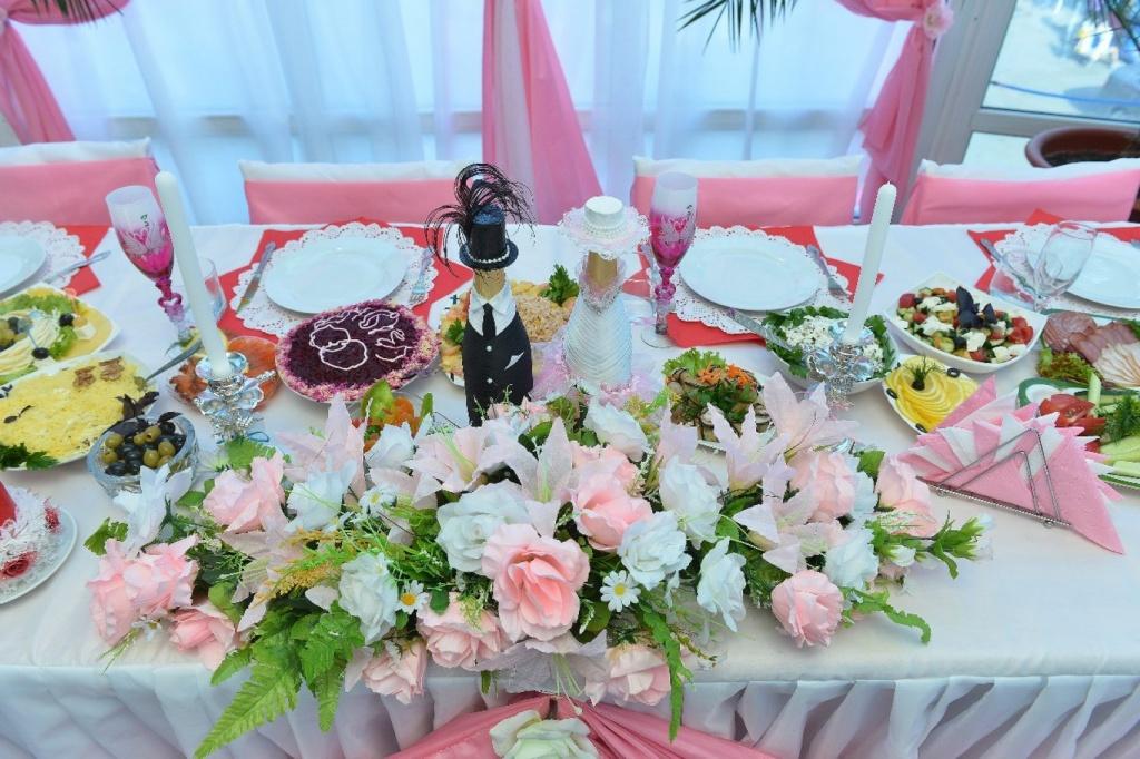 Декор свадебного стола - тканью, цветами и шарами, мастер-класс по 76