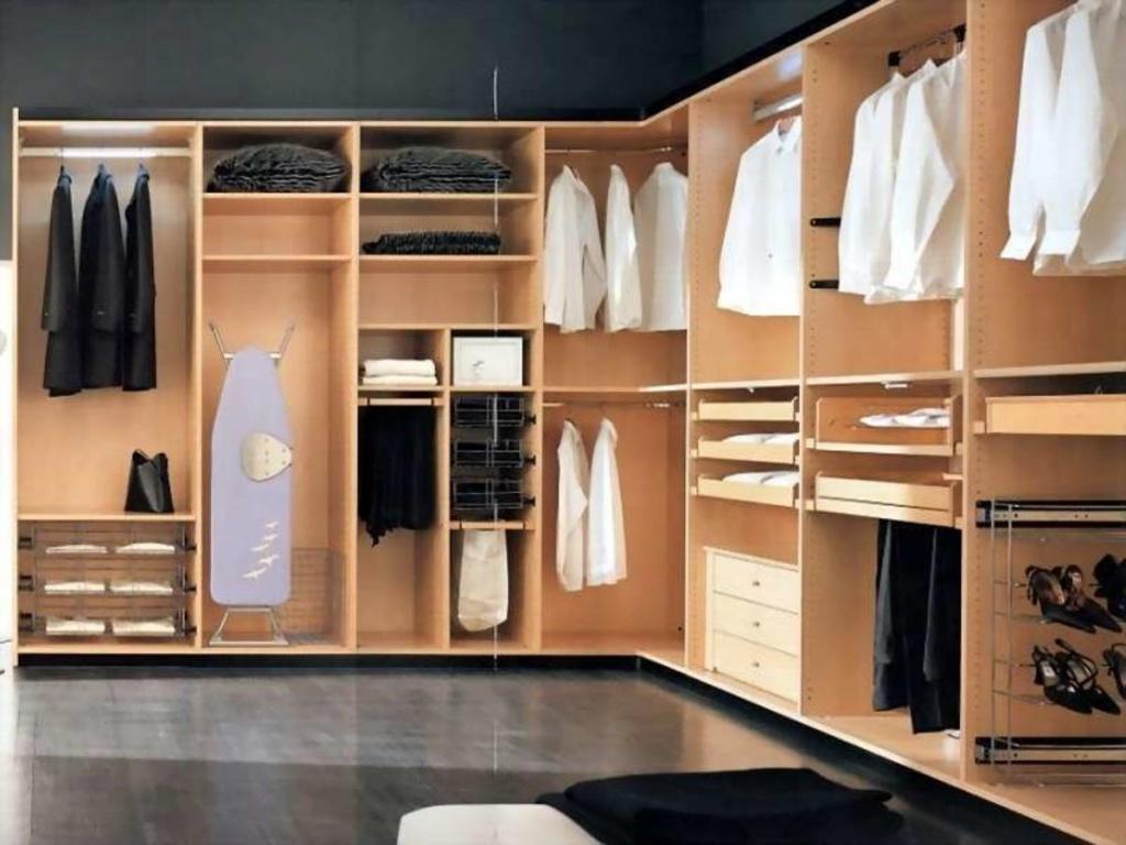 Мебель в гардеробную комнату.