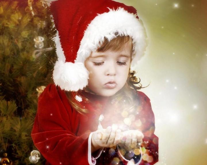 Новогодние чудеса под елкой