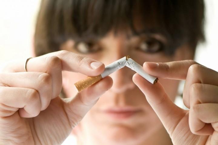 Как бросить курить девушке