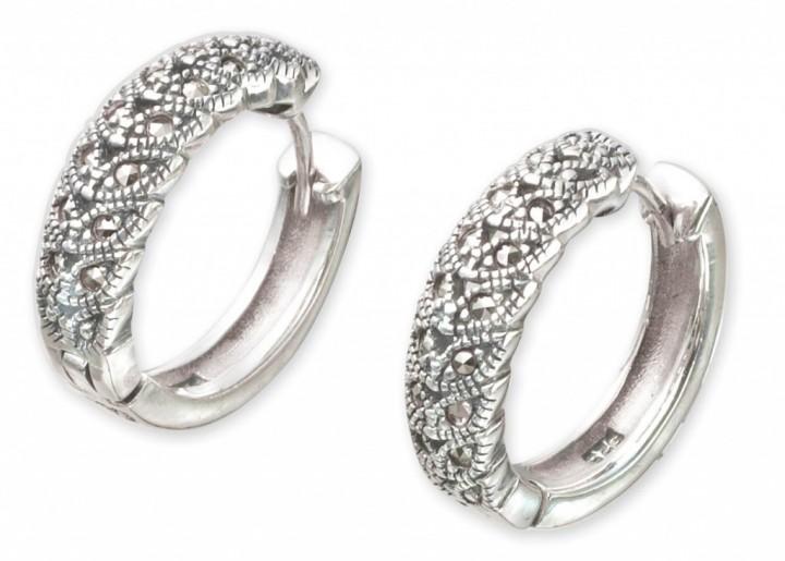 Серебряные украшения должны быть у каждой модницы