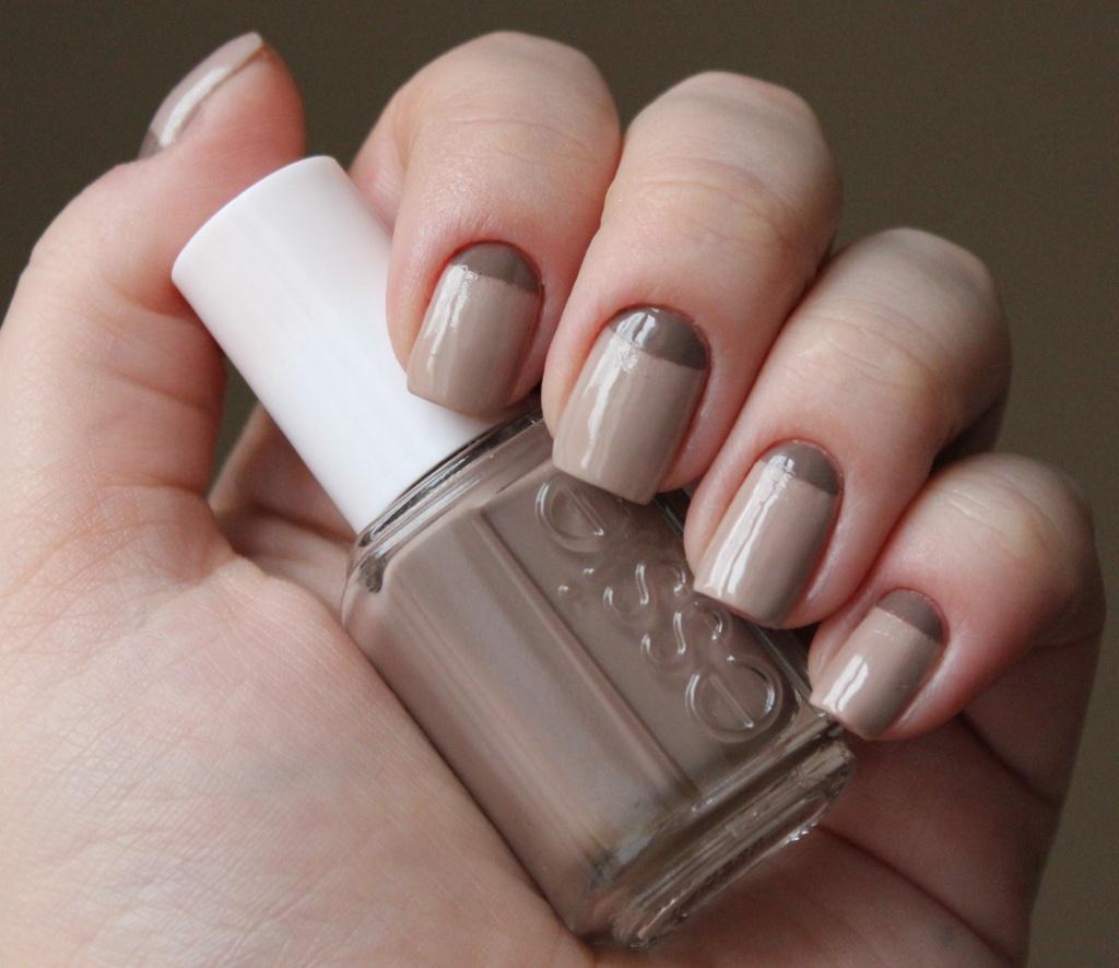 Дизайн ногтей бежевый с серебристым