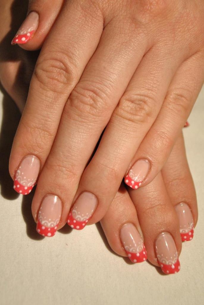 Дизайн коротких нарощеных ногтей