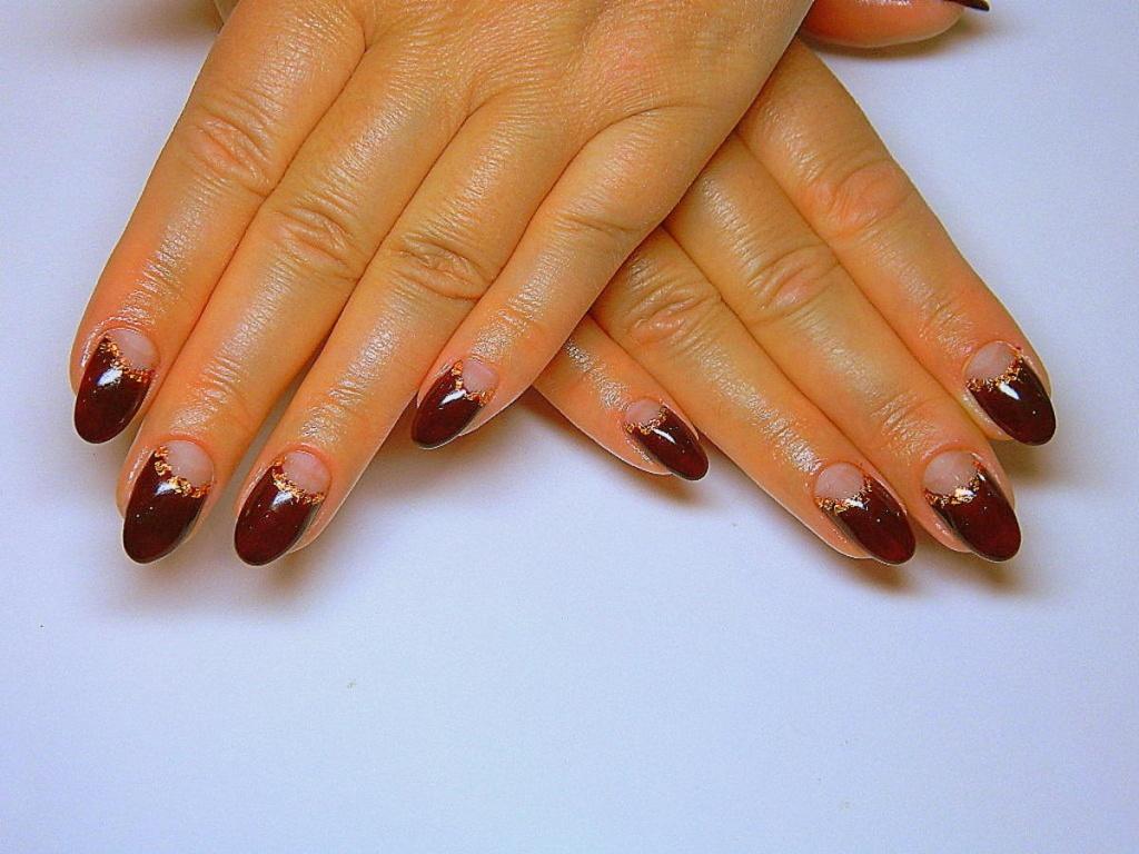 Гелевые ногти бордовые