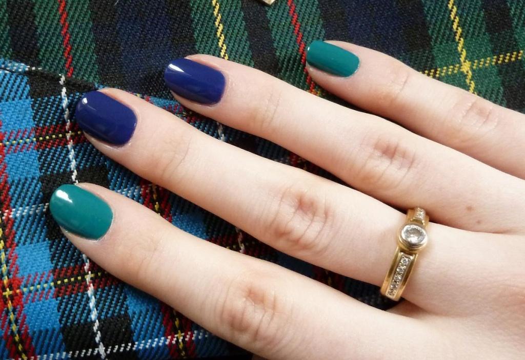 Какие цвета сочетаются с синим маникюр