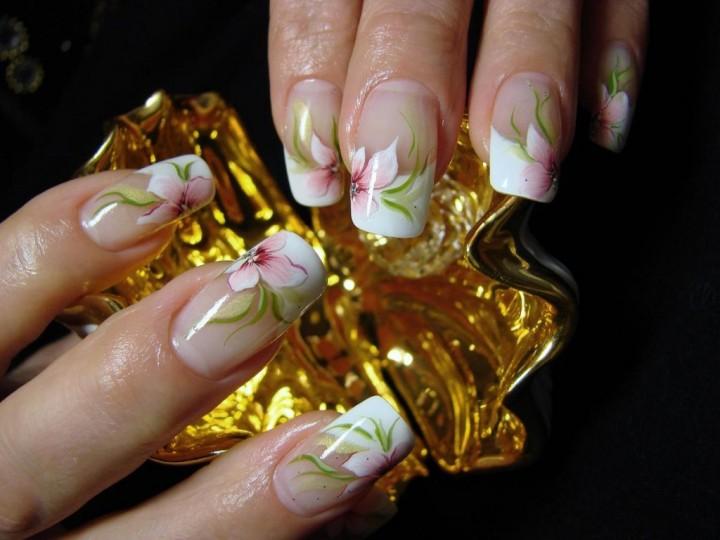 Акрил и женские ногти1