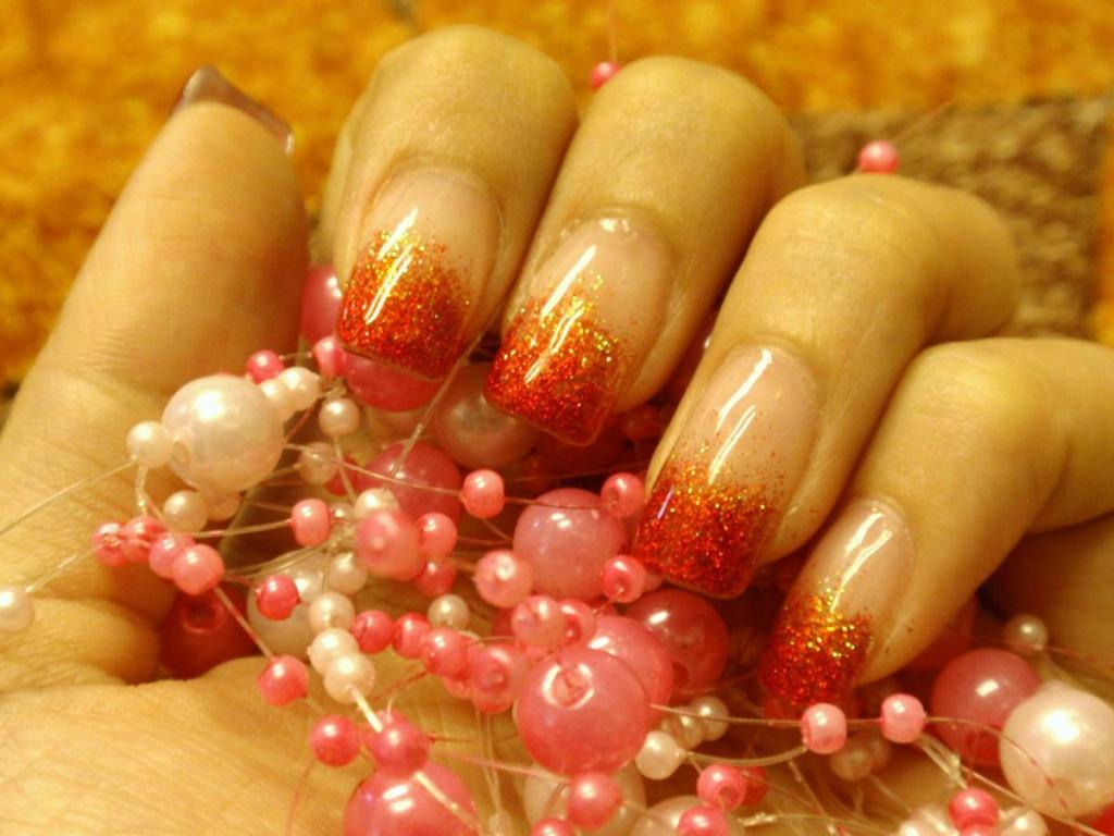 Наращивание ногтей гелем блестки
